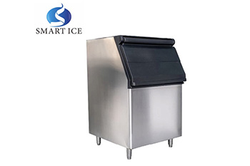 Air cooled ice cube maker